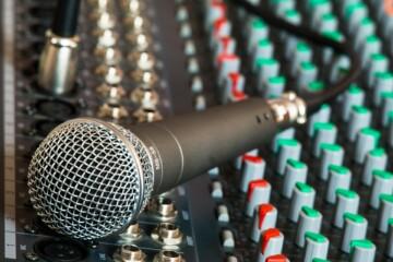 Jak używać mikrofonu?